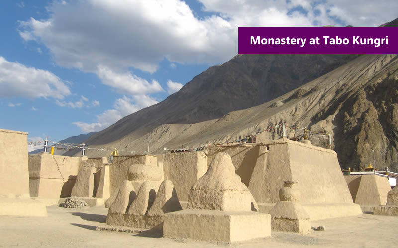 //images.yatraexoticroutes.com/wp-content/uploads/2014/10/monastery_at_Tabo_Kungri.jpg